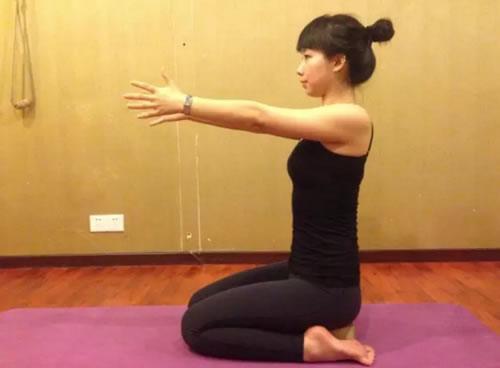 瑜伽英雄坐式: 像个英雄一样坐图片