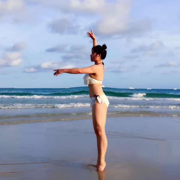 甜甜老师 海边瑜伽体式_西安经济技术开发区雨桐瑜伽馆